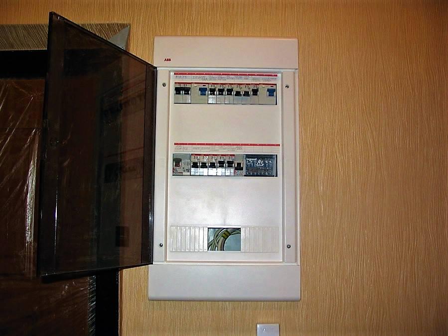 Щиток для электросчетчика и автоматов – как выбрать и собрать правильно