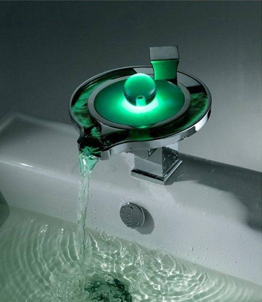 Каскадный смеситель: стеклянный водопад для раковины, кран-каскад для ванны с подсветкой, варианты с необычным изливом
