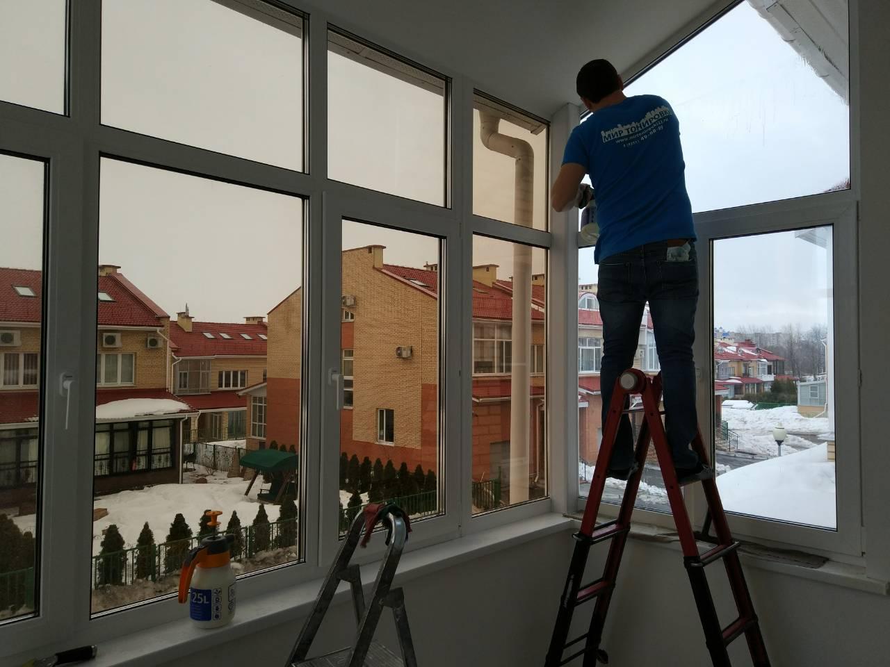 Зеркальная тонировка окон балкона: на каком цвете, виде остановить выбор