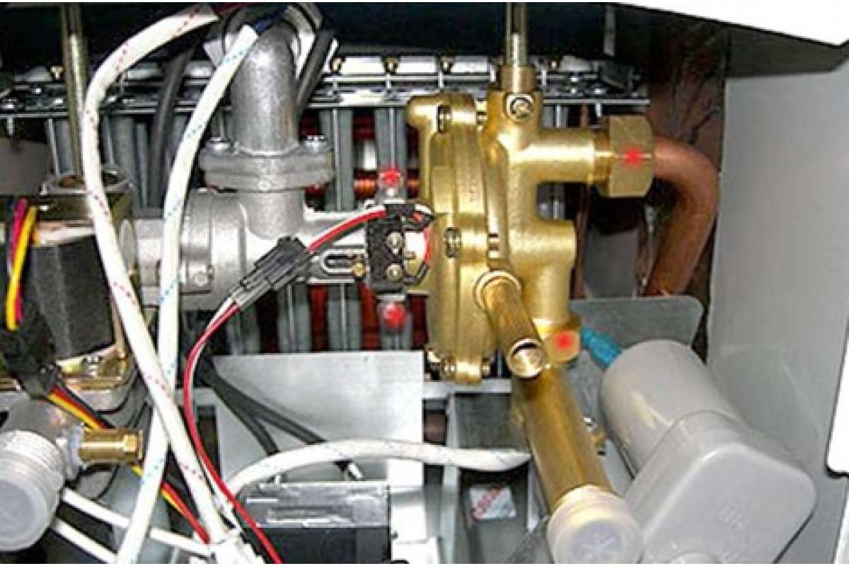 Слабый напор горячей воды из газовой колонки - причины и решение