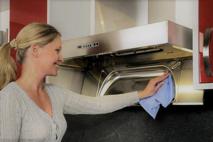 Как очистить вытяжку на кухне?