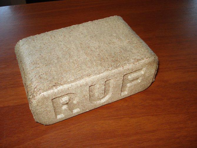 Преимущества и недостатки , классификация, популярные виды топливных брикетов из опилок и как ими топить печи и камины