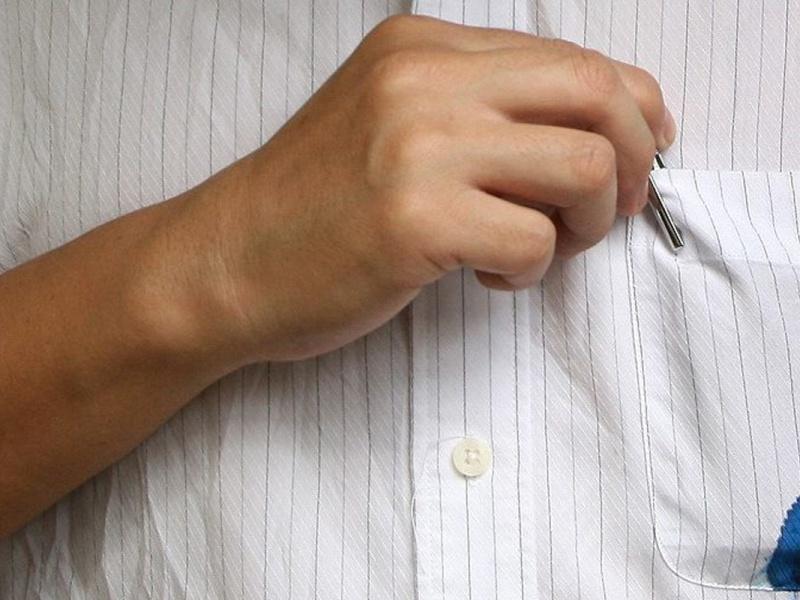 Как вывести следы от ручки с одежды - wikihow