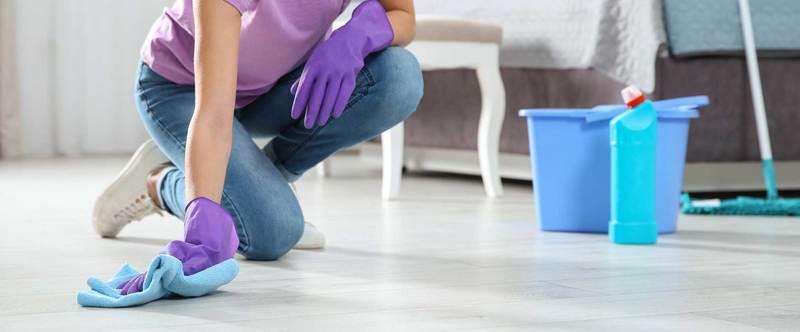 Приметы с полотенцем: можно ли мыть полы, вешать на дверь, что значит, если упало на пол