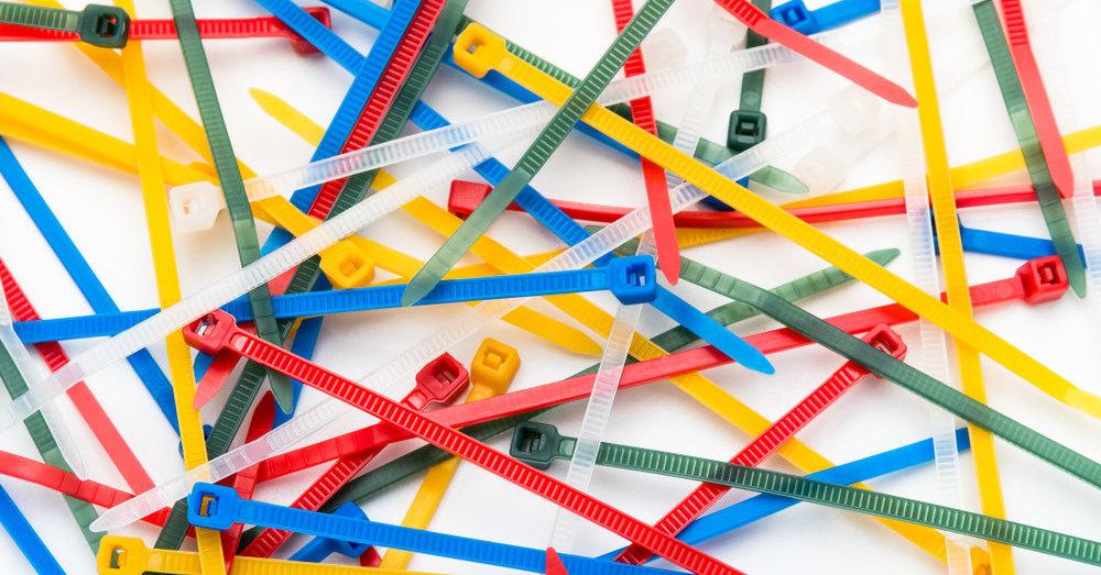 Какие кабельные стяжки выбрать: виды, типы, характеристики, особенности применения и правила использования