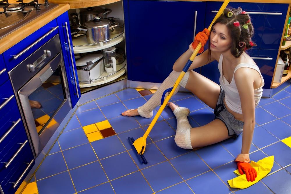 Можно ли мыть полы и убираться вечером (на ночь) дома
