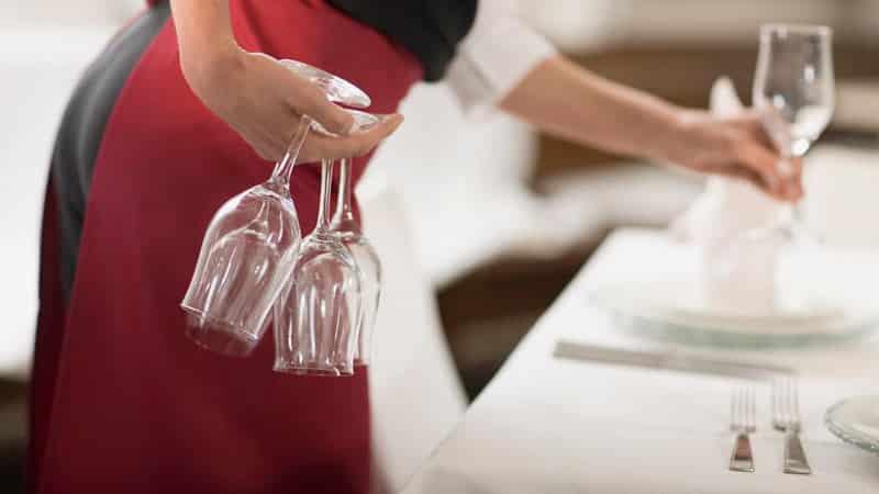 Как эффективно и быстро отмыть хрусталь до блеска: обзор методов и советов