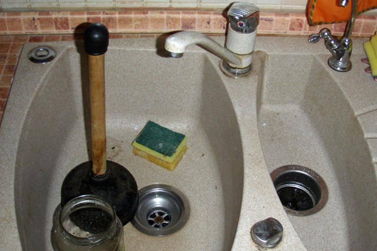 Засорилась раковина на кухне что делать как пробить, прочистить трубу на кухне