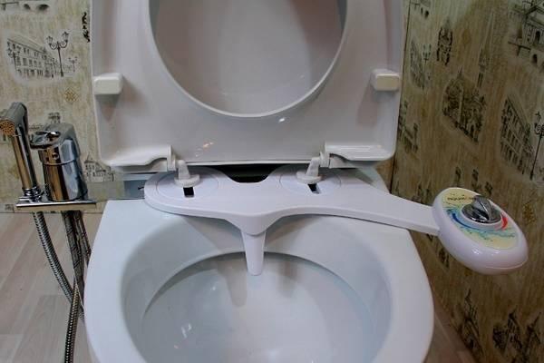 Насадка биде на унитаз: накладка со смесителем на обычный туалет
