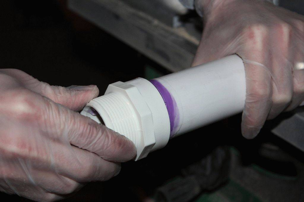 Инструкция по монтажу труб и фитингов пвх/хпвх: клеевое соединение труб