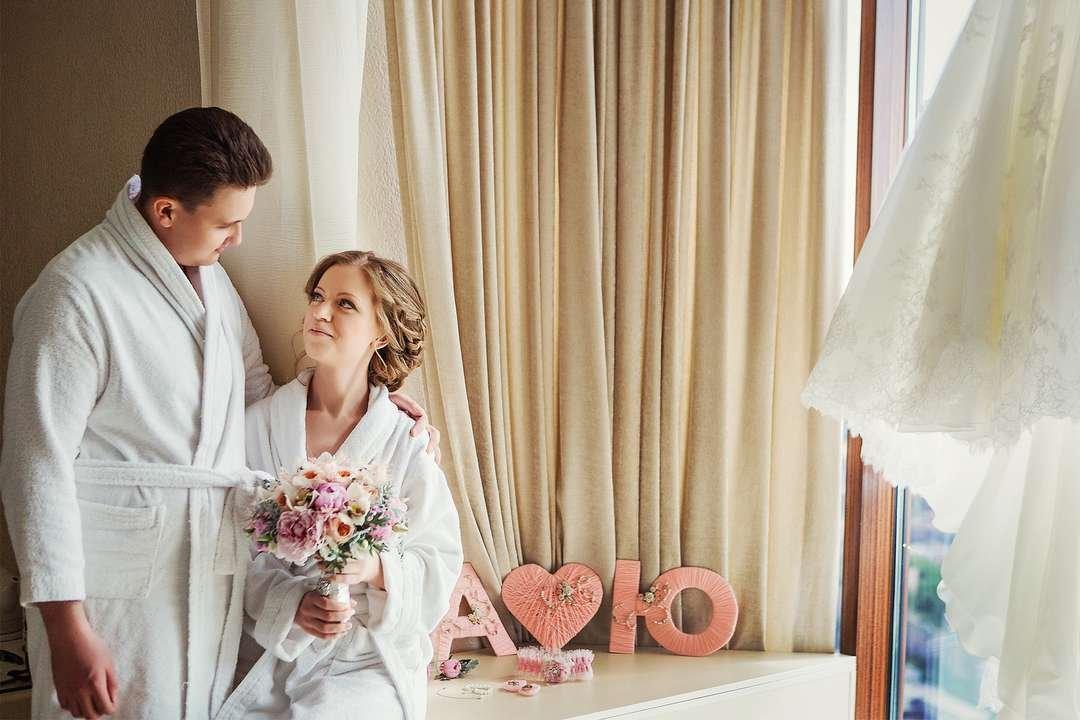 Цвет костюма жениха: приметы, соблюдаемые в [2019] & свадебные суеверия