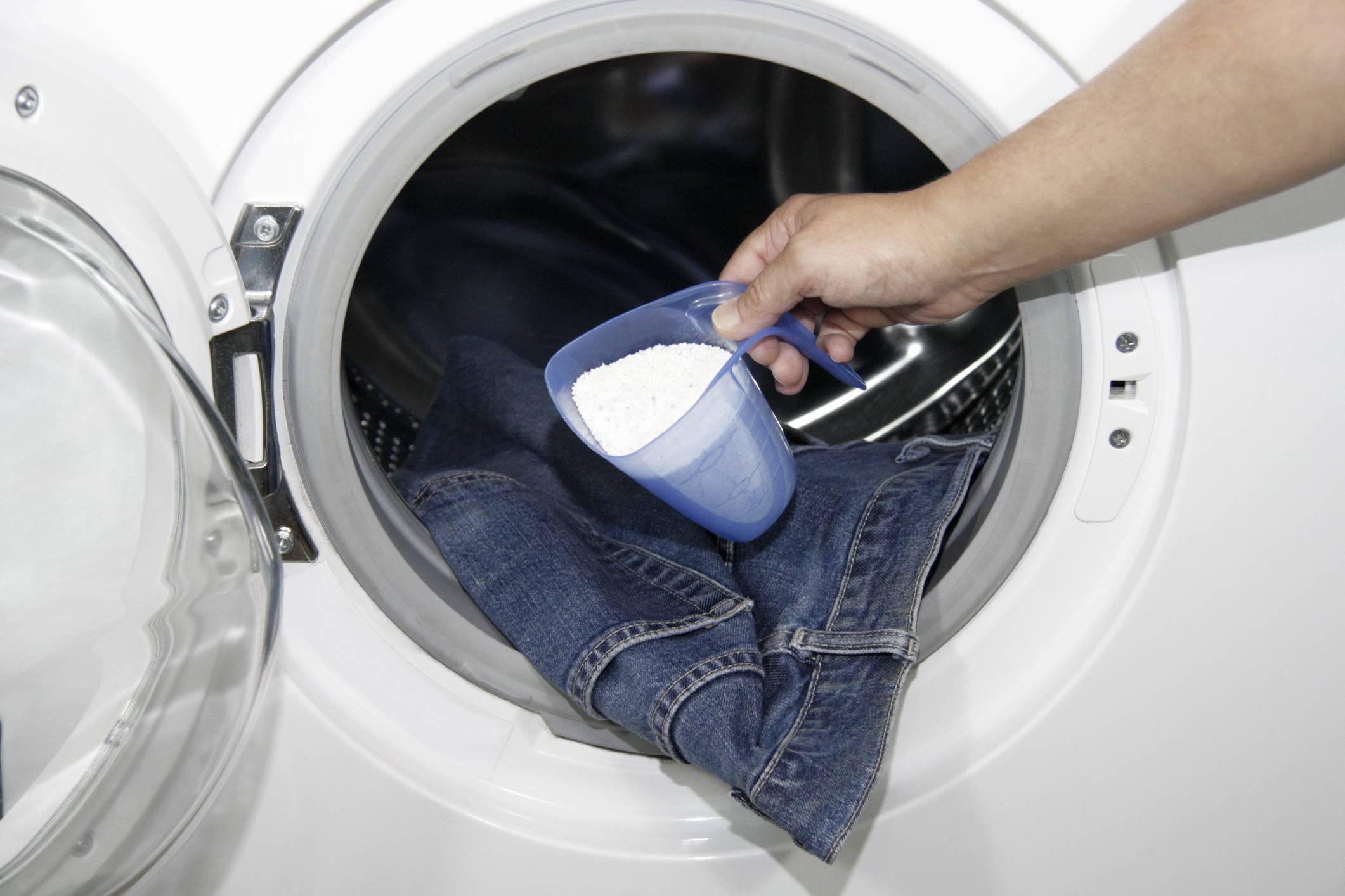 Игнорируя инструкцию: что будет, если засыпать порошок прямо в барабан стиральной машинки?