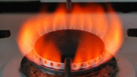 Газ горит красным пламенем: причины изменения цвета и способы решения проблем