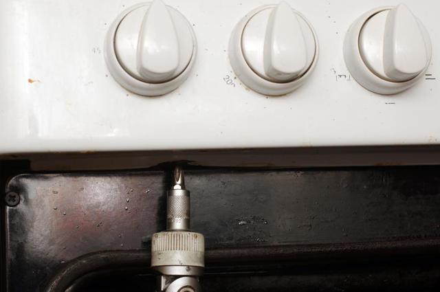 Пошаговая инструкция: как проверить, снять и поменять конфорку на электроплите своими руками