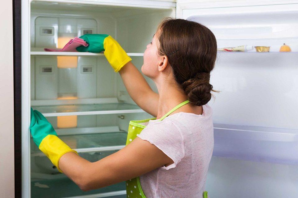 Чем и как помыть новый холодильник внутри перед первым использованием: советы и рекомендации.