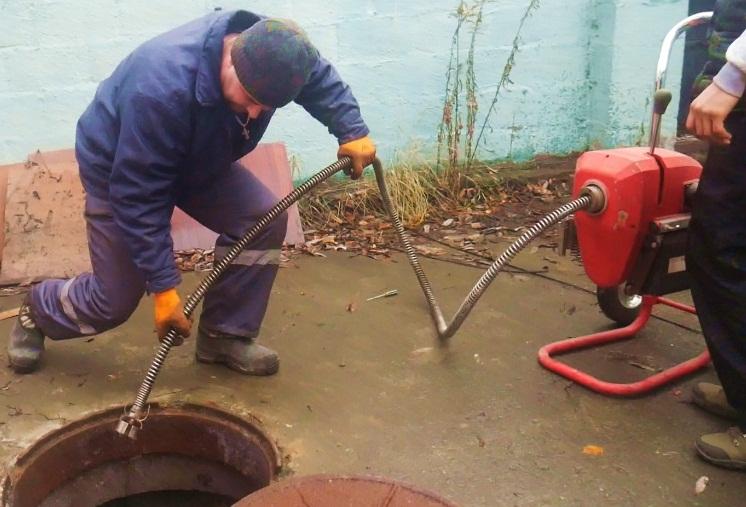 Средства для прочистки труб: крот, потхан, дебошир и тирет