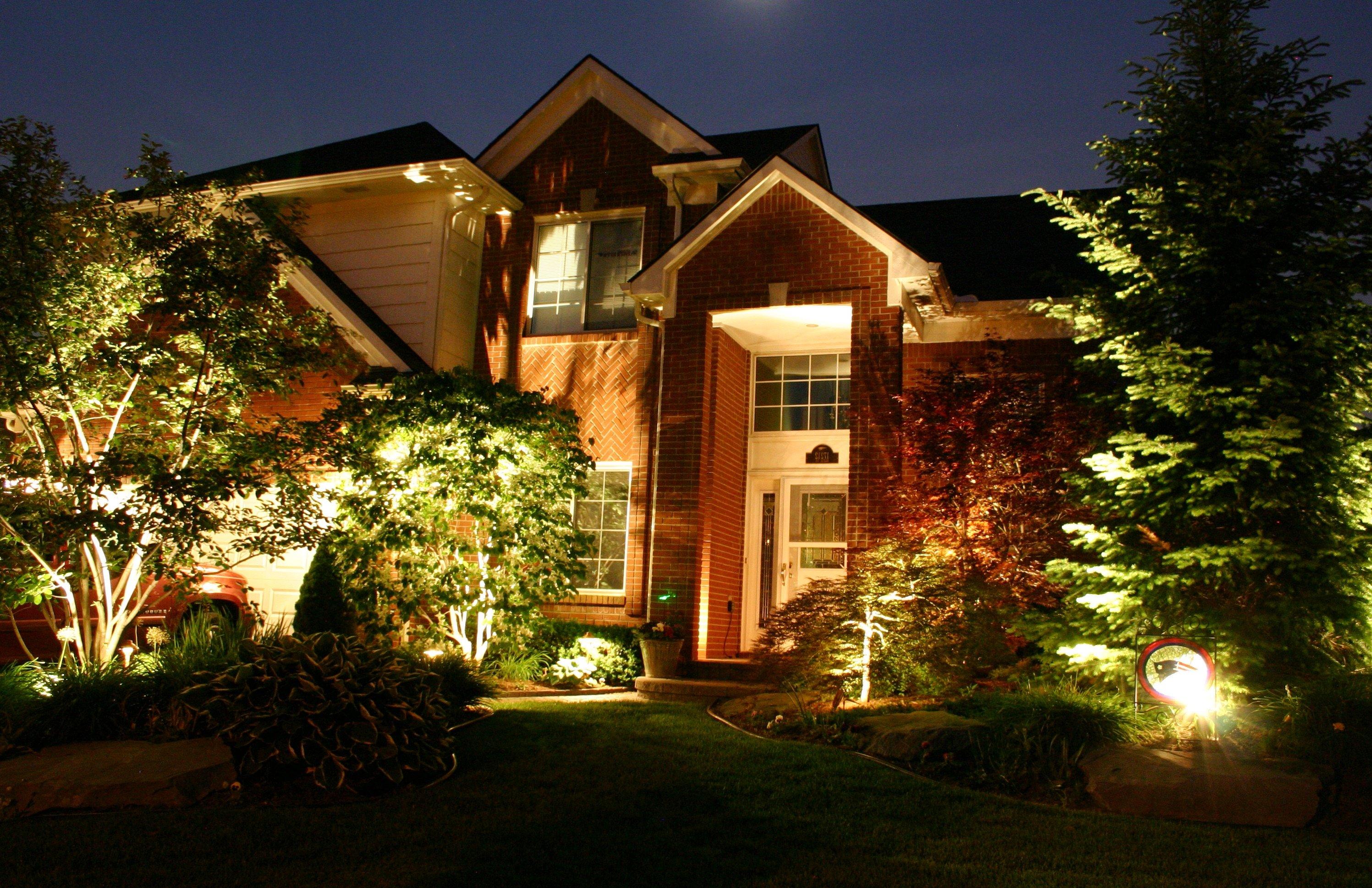 Подсветка загородного дома снаружи: 100 фото готовых решений