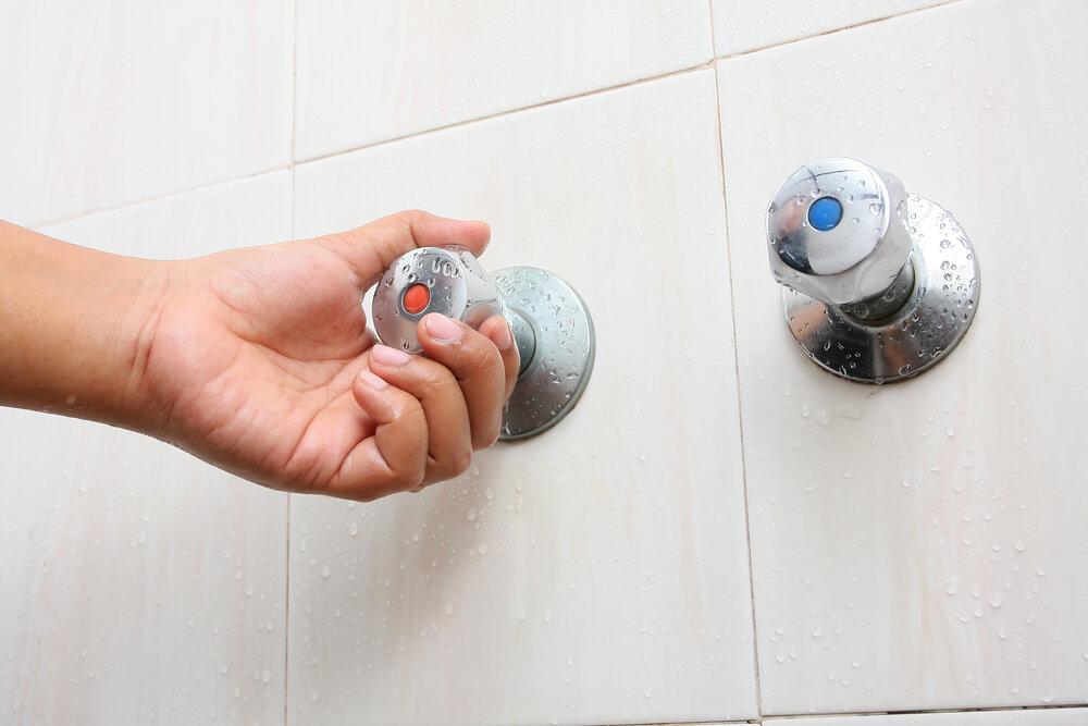 Отключили горячую воду: 7 народных лайфхаков, чтобы помыться