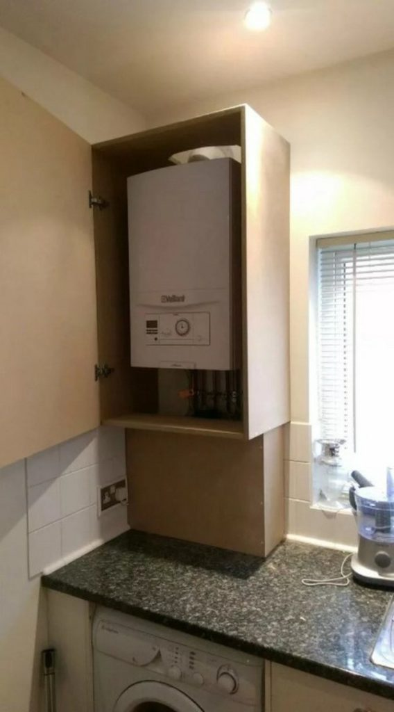 Как задекорировать или скрыть трубопровод на кухне