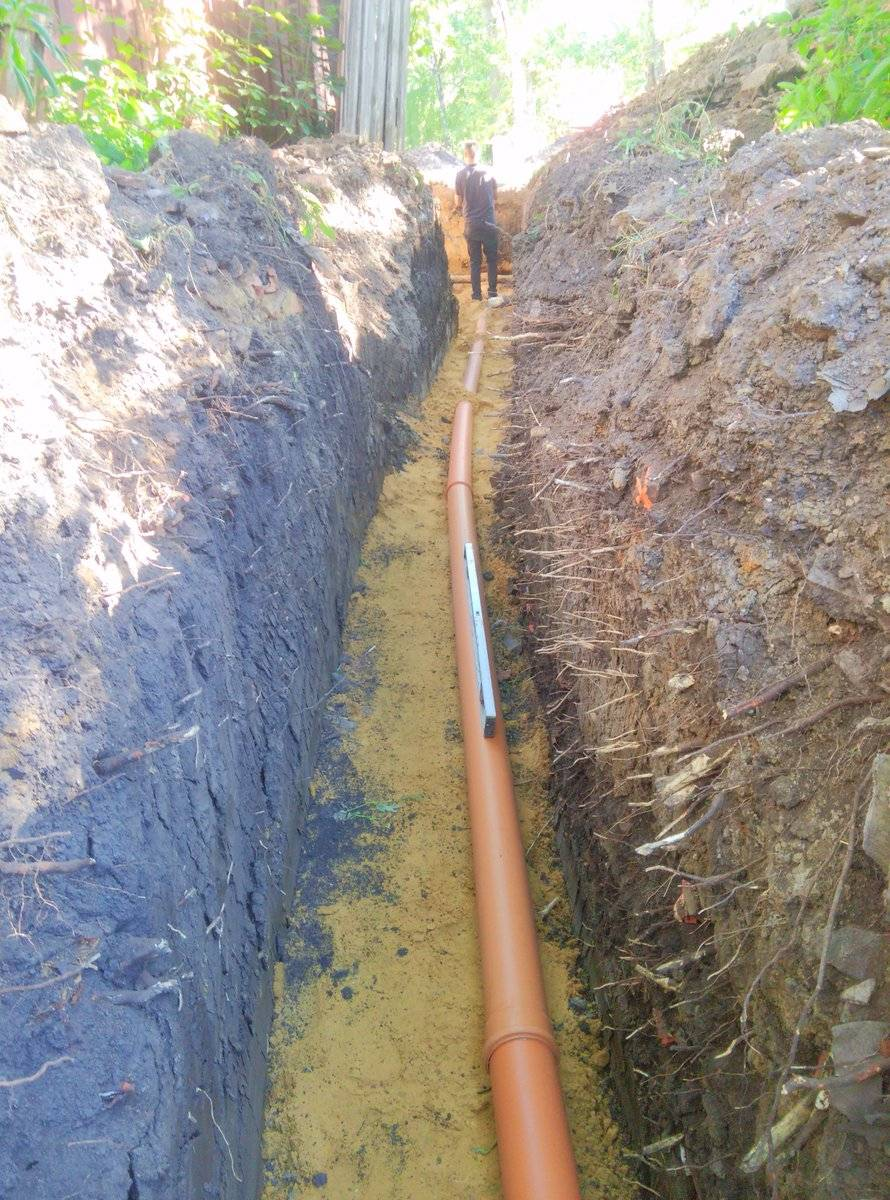 На какую глубину закапывать канализационную трубу прокладка канализации