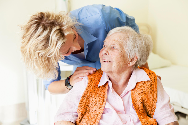 Правила в доме престарелых: какая процедура оформления и устройства пожилого человека, юридические тонкости