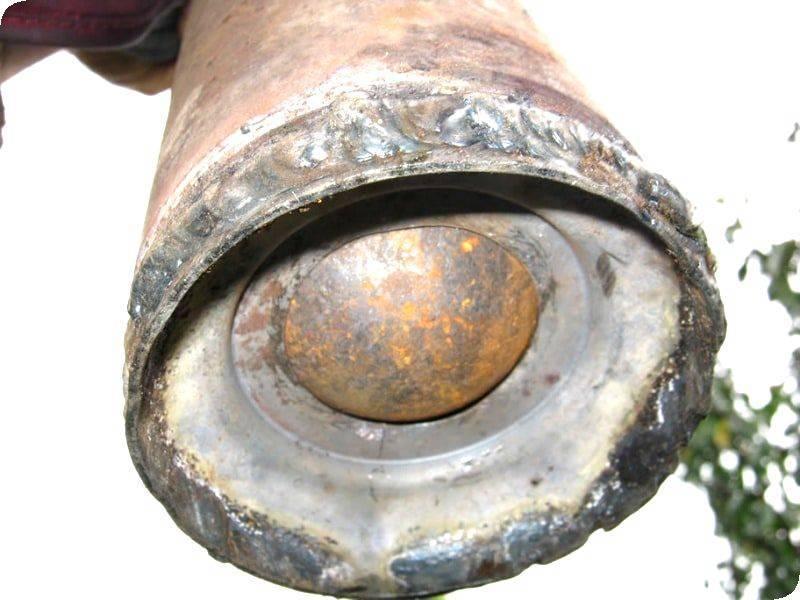 Желонка – первый помощник при чистке скважины