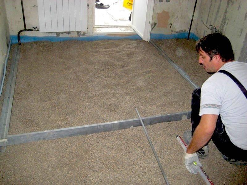 Как выровнять пол под ламинат: без стяжки, со стяжкой