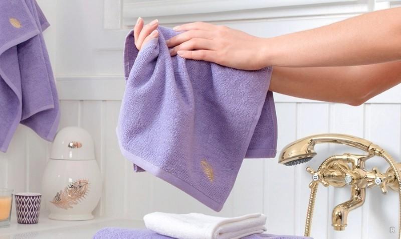 Приметы с полотенцем: мыть пол, вешать на дверь, что значит, если украли