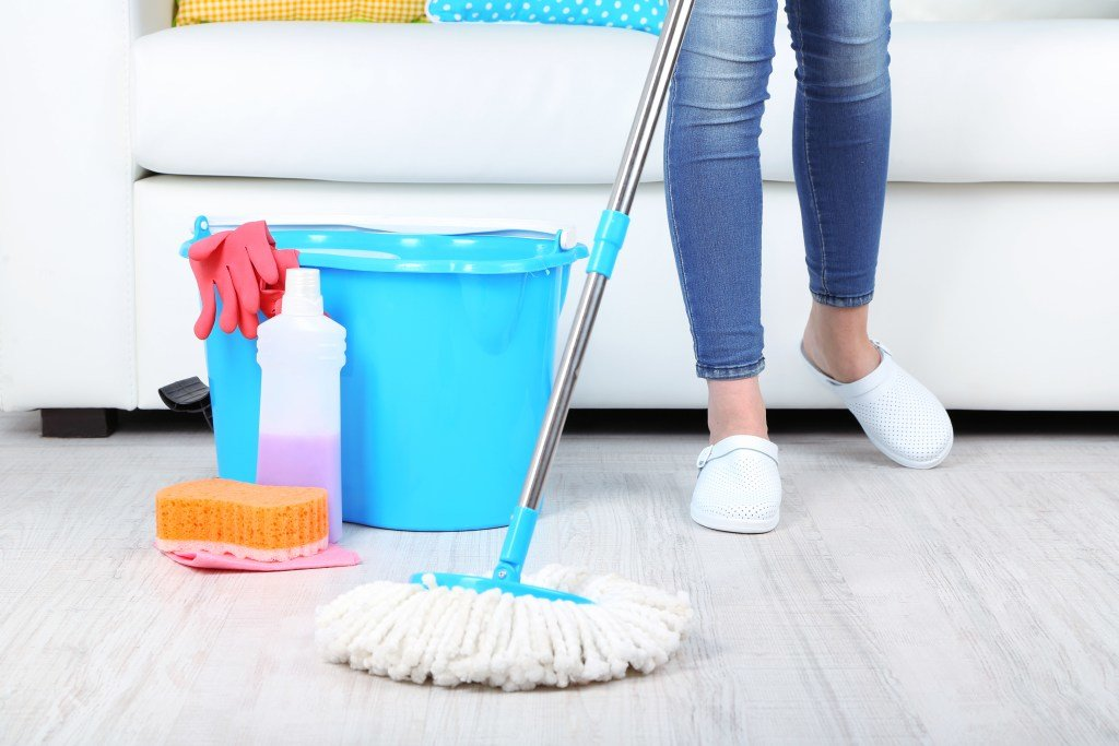 Как часто нужно мыть полы и пылесосить по всем правилам