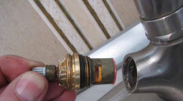 Инструкция по разборке и замене кран-буксы в смесителе