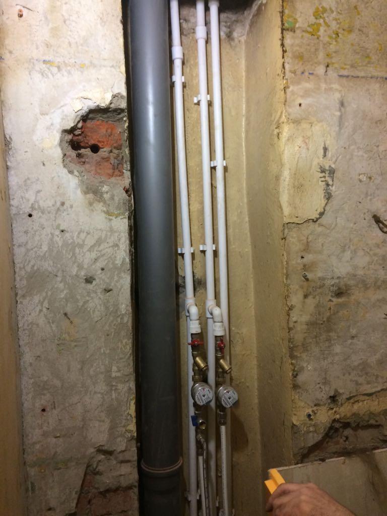 Замена стояка холодной воды в квартире: кто проводит, за чей счет меняется в многоквартирном доме, какова цена за ремонт, образец заявления в ук