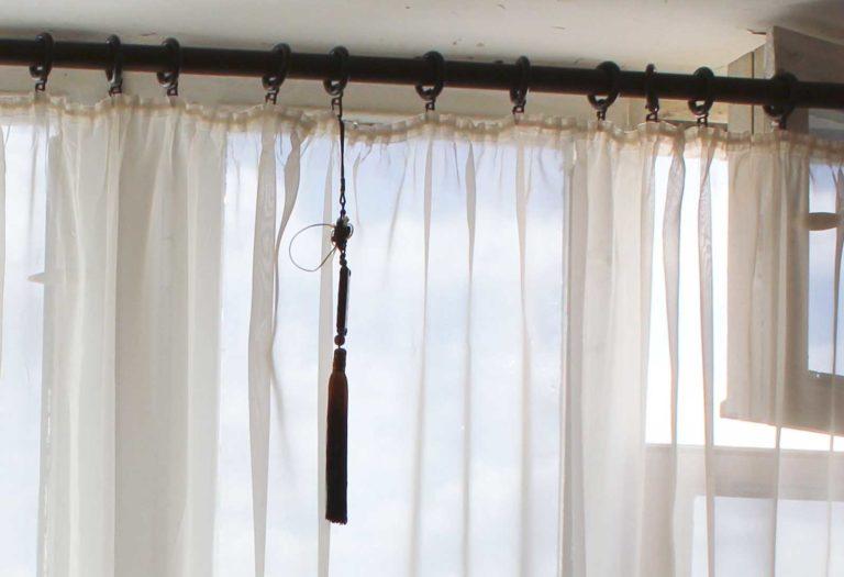 Как повесить тюль на окна на карниз, без карниза, на гардину, на крючки
