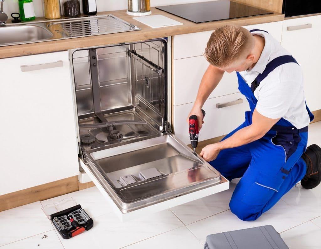 Как установить встраиваемую посудомоечную машину: рекомендации профессионалов