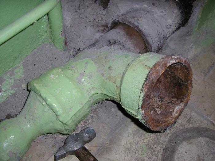 Чем замазать чугунную канализационную трубу
