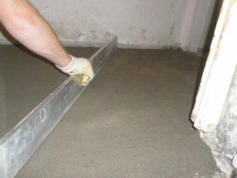 Как сделать стяжку пола в квартире своими руками? пошаговая инструкция