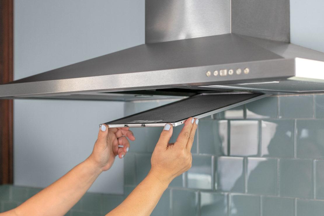 Как быстро очистить решетку вытяжки от жира в домашних условиях