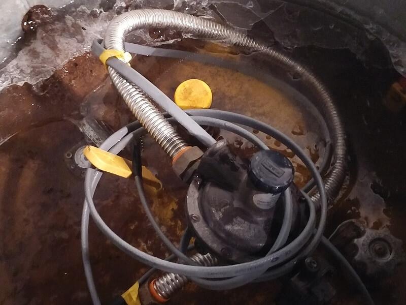 Залитый водой редуктор прекращает подачу газа, затапливает редуктор газгольдера грунтовыми водами, поднять редуктор газгольдера