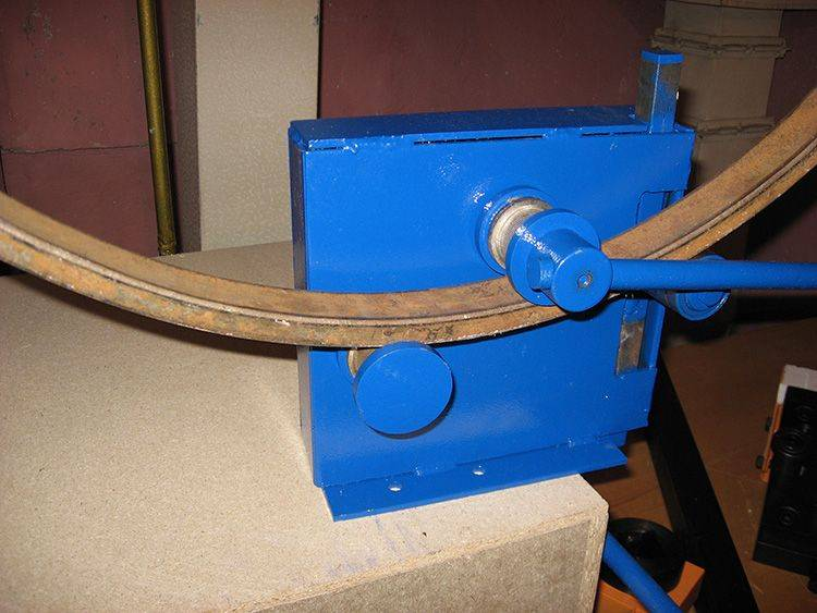 Гнем профиль: как согнуть профильную трубу 40 на 20 см и 20х20 см своими руками? гибка по радиусу в домашних условиях