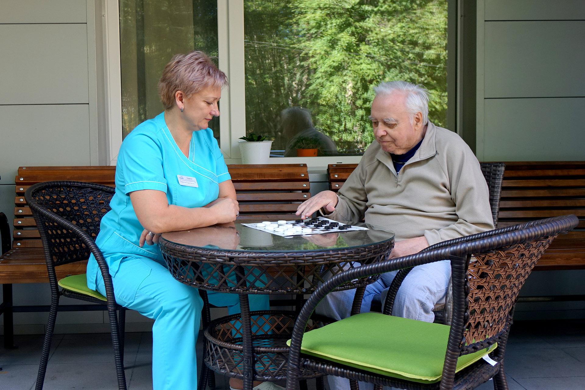 Дом-интернат для престарелых и инвалидов: критерии выбора подходящего и условия оформления в учреждение