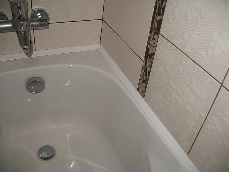 Рекомендации по заделки пространства между ванной и стеной