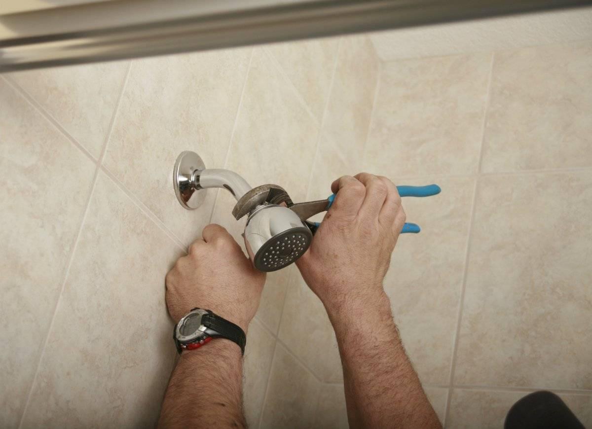 Ремонт душевых кабин: замена стекла, которое лопнуло или разбилось, почему взрываются дверцы душа, и чем заменить разбитую деталь