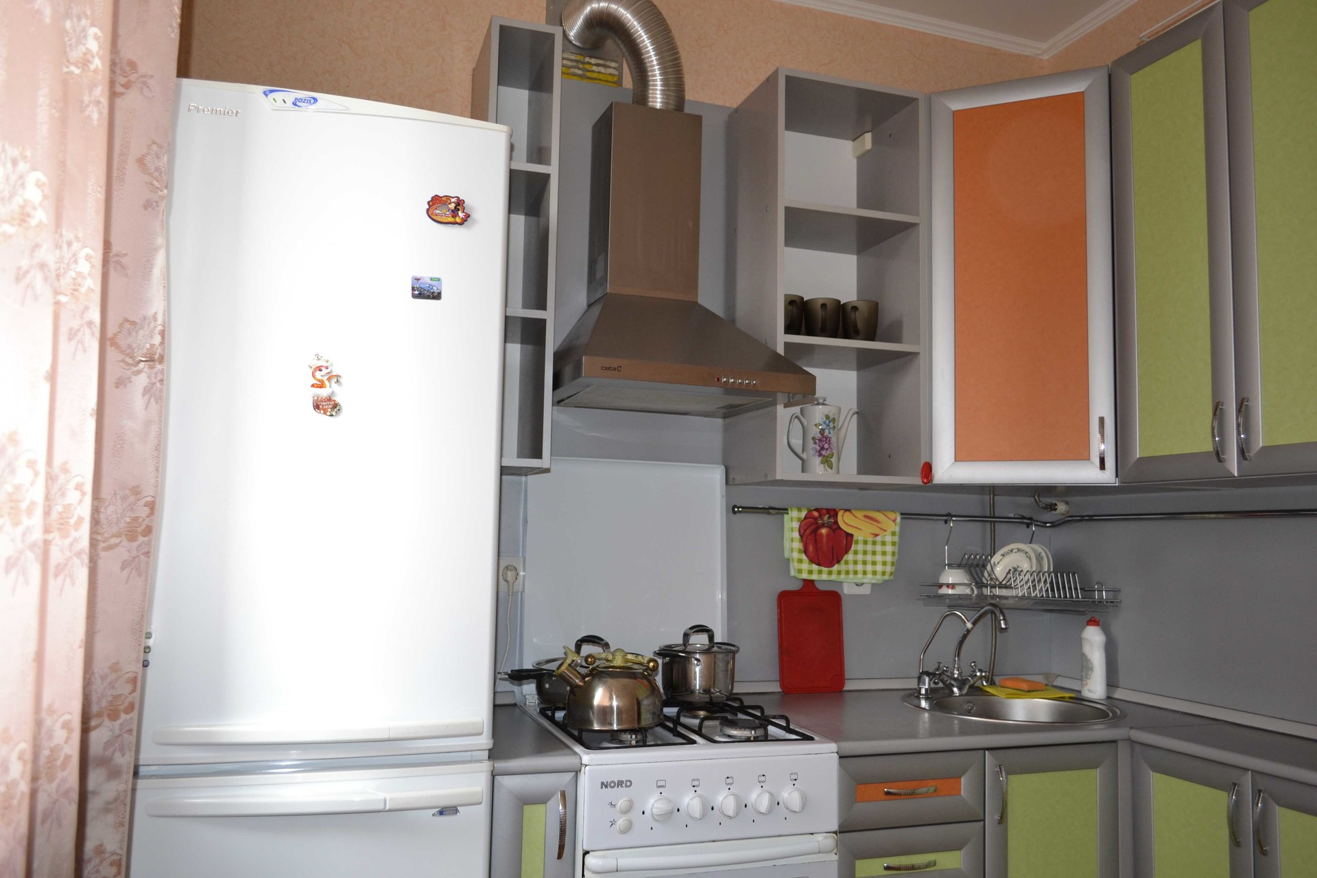 Можно ли ставить холодильник рядом с газовой трубой? 31 фото: установка рядом с котлом и тяжелые предметы