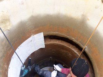Гидропломба для колодца — как заделать щель в бетонном кольце?