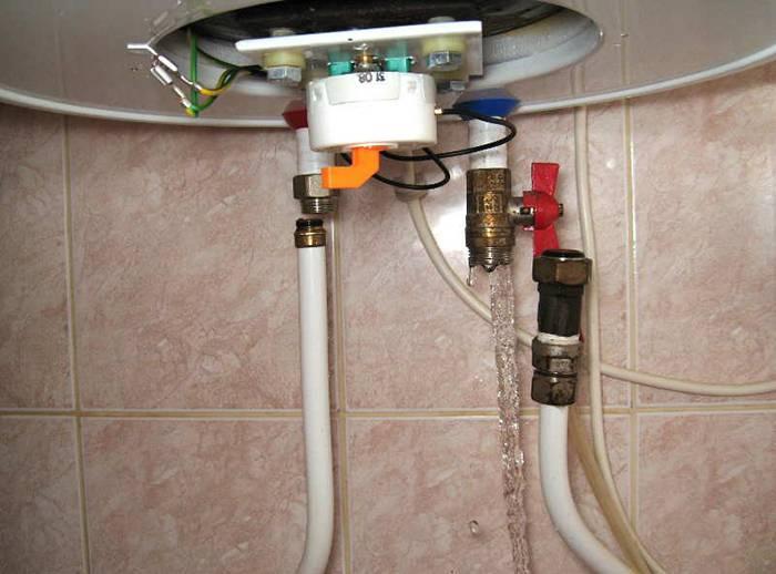 Как правильно слить воду с водонагревателя: пошаговая инструкция