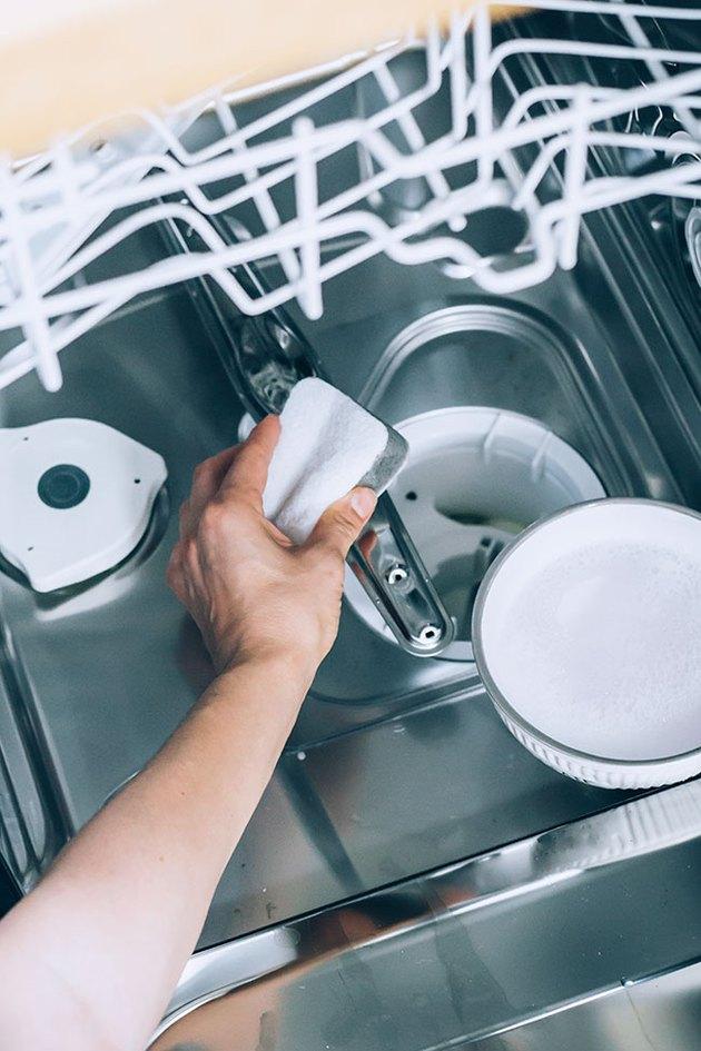 Как почистить посудомоечную машину в домашних условиях: средства очистки и ухода