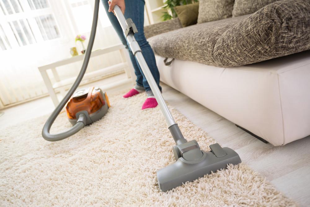 Как часто надо пылесосить и мыть полы