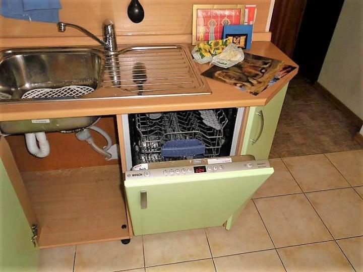 Как установить встраиваемую посудомоечную машину в готовую кухню: советы с видео
