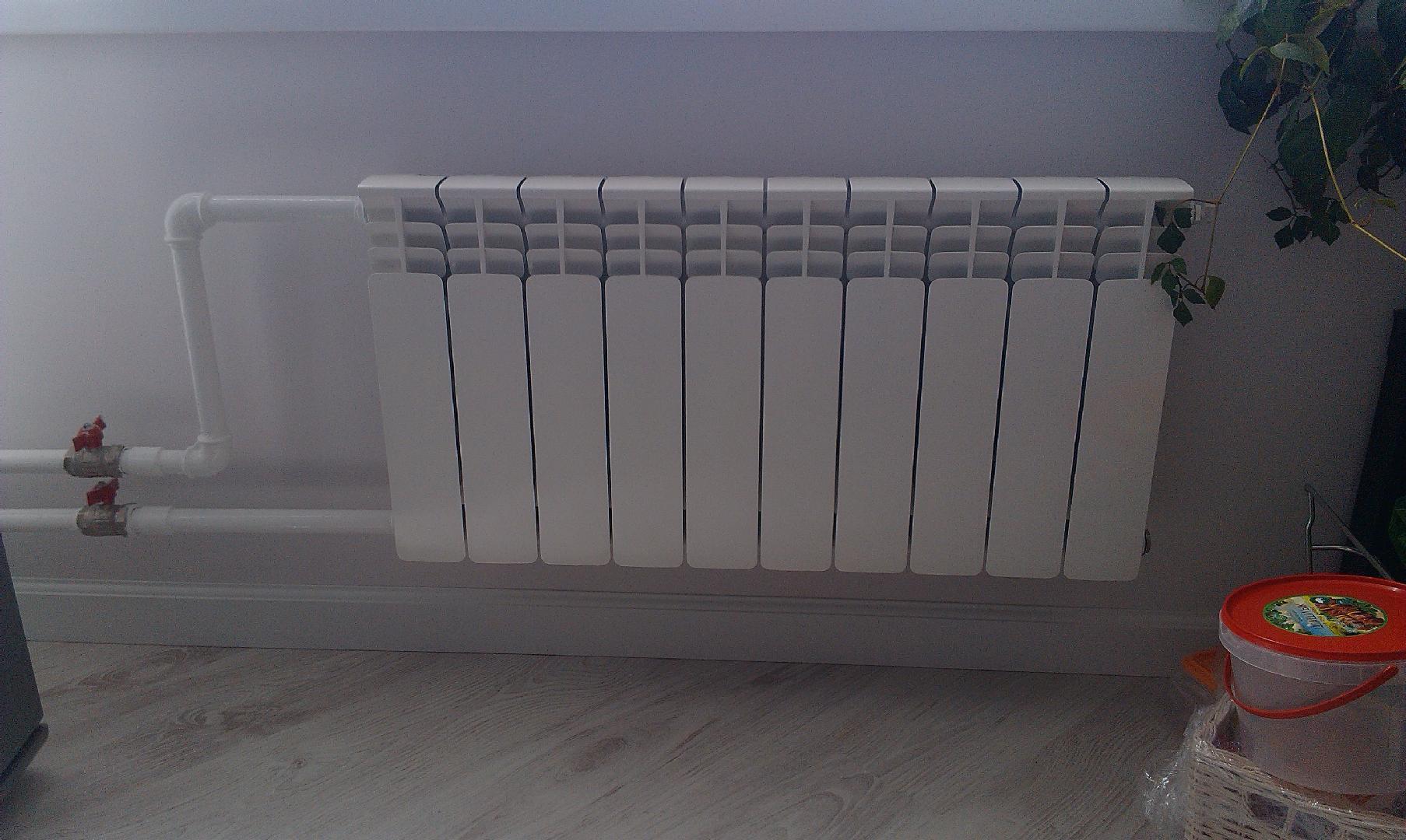 Установка батарей отопления в квартире: монтаж радиаторов своими руками, как правильно установить и подключить - схемы