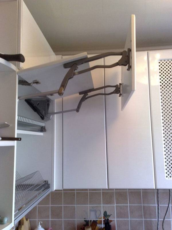 Как спрятать газовую трубу на кухне: варианты и решения