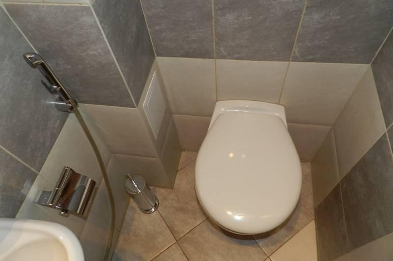 Как спрятать трубы в туалете? 43 фото как и чем закрыть, чтобы был доступ к ним, как зашить гипсокартоном, закрываем стояк со звукоизоляцией